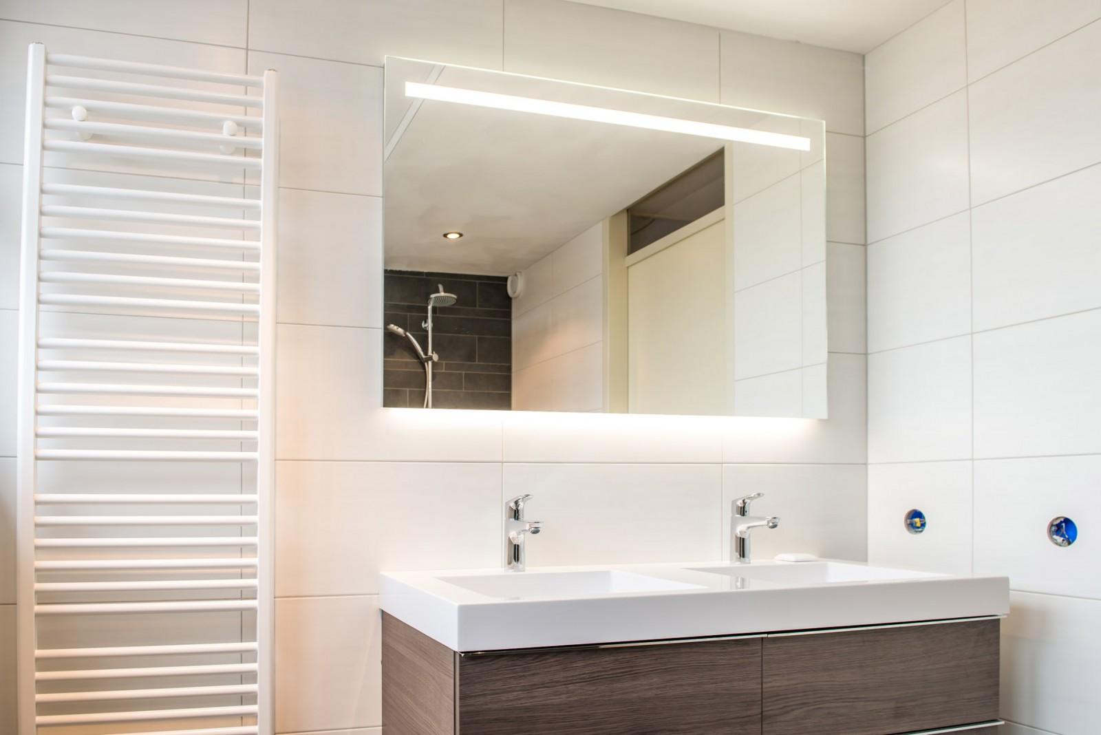 Badkamer gemert badkamer ontwerp idee n voor uw huis samen met meubels die het - Renoveren meubilair badkamer ...